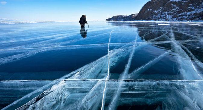Le Baïkal gelé. Crédit photo : Lori / Legion Media