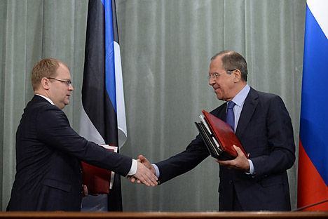 Le PM estonien Urmas Paet (à g.) et son homologue russe Sergueï Lavrov. Crédit : AFP / East News
