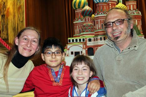 Hélène et Jean-Sébastien Texier avec leurs enfants. Crédit : Maria Tchobanov