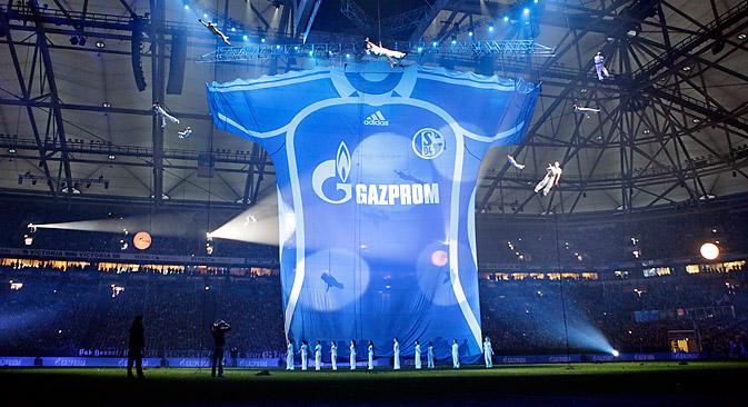 Le budget du FC Schalke 04 se verra à présent doté chaque année de 16 millions d'euros de la part du groupe russe Gazprom. Crédit : AP