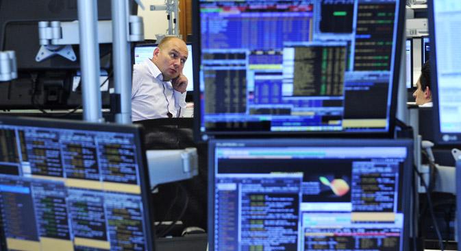 Les investisseurs étrangers obtiennent l'accès aux obligations mises en vente à la Bourse de Moscou qui comprend RTS et MICEX. Crédit : Grigori Syssoev / RIA Novosti