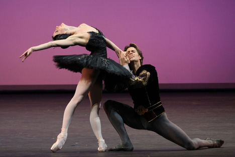Anna Tsygankova et Matthew Golding sur la scène du Bolchoï. Crédit photo : PhotoXpress