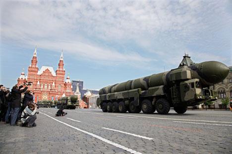La centrale PS-12M « Topol » a un missile balistique intercontinental de 3 niveaux de propergol solide, équipé de moyens de franchissement PRO. Crédit : Itar-Tassr