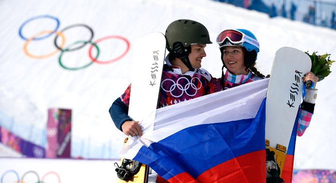 Alena Zavarzina et son mari Vic Wild ont rapporté trois médailles à l'équipe nationale russe, et ont signé un contrat avec la fabrique de montres russes « Raketa ».  Crédit : Reuters