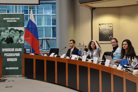 Le 4 avril dernier, au Parlement européen s'est tenu le Forum européen de la jeunesse russe sur le thème des « Valeurs morales et familiales : problèmes actuels des Russes résidant dans l'UE ». Crédit : Nikolaï Ramenski