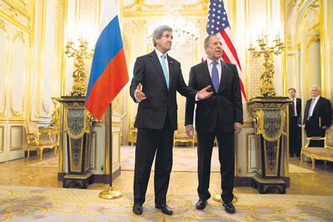 John Kerry et Sergueï Lavrov lors d'une première rencontre à Paris pour évoquer la crise ukrainienne au cours de quatre heures de discussions. Crédit photo : AP