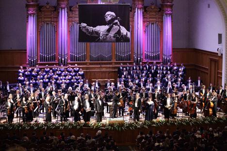"""Le chef d'orchestre finlandais Esa-Pekka Salonen et l'Orchestre philharmonique de Londres jouent """"Orango"""" au Conservatoire de Moscou. Crédit : Alexandre Gaïdouk / festival Rostropovitch"""
