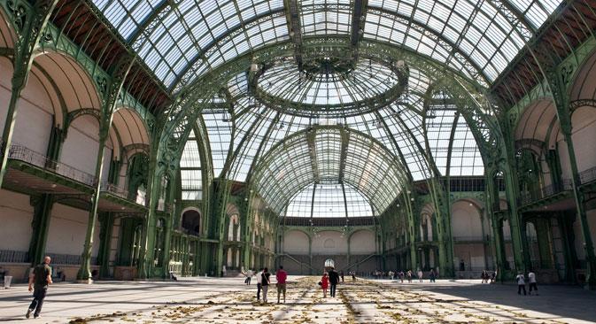 """Sur les 13 500 mètres carrées de surface sous la verrière de la Nef du Grand Palais, les Kabakov vont construire une immense """"étrange cité"""". Crédit : AFP/EastNews"""