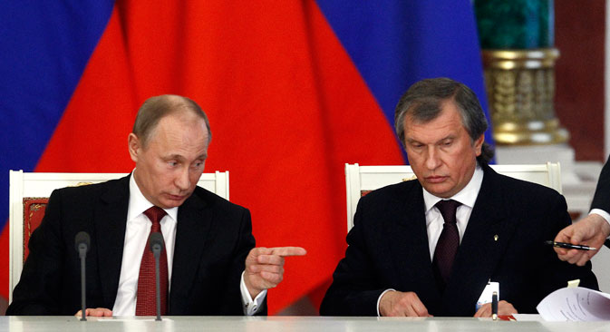 Vladimir Putin (L) and Igor Sechin (R). Source: Reuters