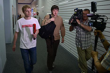 Nos dois primeiros dias, os jornalistas foram mantidos em um poço de barro Foto: Vladímir Astapkovitch/RIA Nóvosti