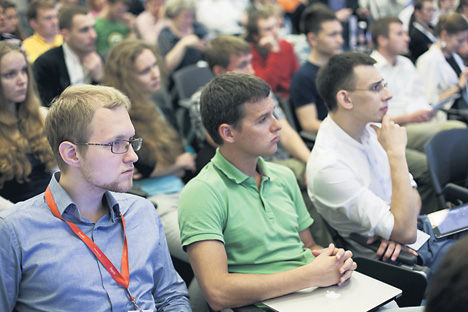 Les rencontres organisées dans le cadre du Tolstoy Startup Camp réunissent de nombreux jeunes entrepreneurs, comme ici. Crédit photo : Service de presse