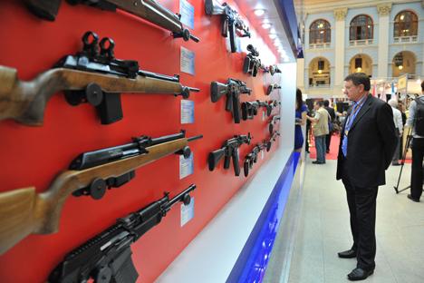 Embora esteja focando em mercados de armamento civil, a Kalashnikov não pretende diminuir a produção militar Foto: PhotoXPress