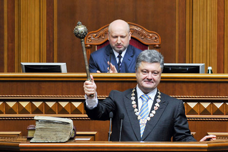 Petro Poroshenko, foreground, is sworn in as President of Ukraine at the ceremony at Verkhovna Rada in Kiev. Source:  Nikolay Lazarenko / RIA Novosti