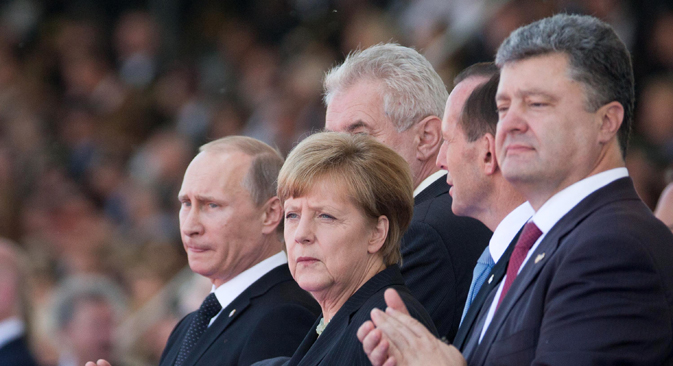 Vladimir Poutine, Angela Merkel et Petro Porochenko lors des célébrations du Jour J en France. Crédit : Photoshot/Vostock-Photo