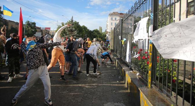 Le 14 juin, l'ambassade de Russie à Kiev a subi une attaque. Crédit : Reuters
