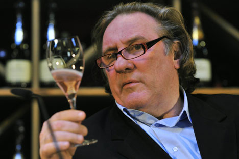 """""""...j'aimerais que de plus en plus de gens viennent à préférer le vin parmi toutes les boissons alcoolisées"""". Crédit photo : AFP / Eastnews"""