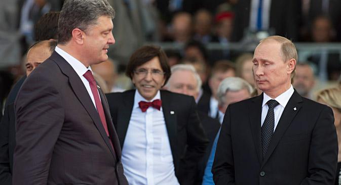 De g. à dr.: le président ukrainien Petro Porochenko et le président russe Vladimir Poutine. Crédit : Reuters