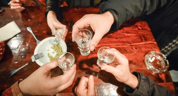 Le moyen le plus dangereux et le plus populaire de relâcher la pression en Russie est l'alcool. Crédit : Alexeï Koudenko/RIA Novosti