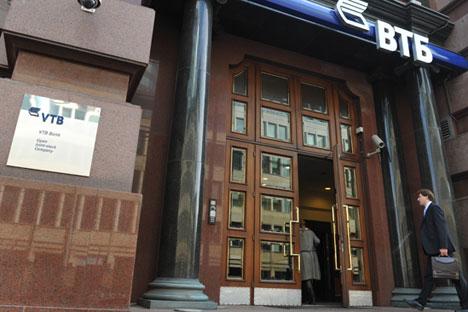 Tradicionalmente, são os bancos –o Sberbank e o VTB–, assim como outros ativos líquidos, que reagem com maior intensidade ao agravamento do enquadramento externo Foto: Aleksandr Útkin/RIA Nóvosti