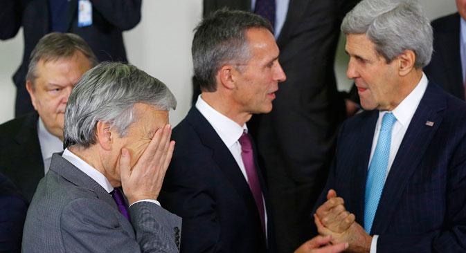De gauche à droite : Le ministre belge des Affaires étrangères Didier Reynders, le Secrétaire général de l'Otan Jens Stoltenberg, le Secrétaire d'État américain John Kerry le 2 décembre dernier à Bruxelles. Crédit : Reuters