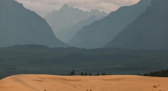 Vue sur le massif de Kodar depuis le désert. Crédit photo : Anton Petrov pour RBTH