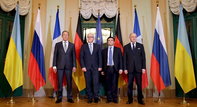 De gauche à droite :  Sergey Lavrov, Frank-Walter Steinmeier, Pavlo Klimkin, Laurent Fabius. Crédit : AP