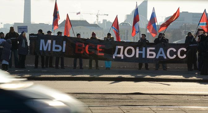 """Teilnehmer der Vereinung """"Wir sind Donbass"""" während der Demo in Jekaterinburg. Foto: PhotoXPress"""