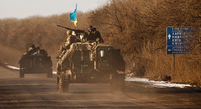 Artemivsk, Ukraine, 18 février 2015 : Les militaires ukrainiens quittent Debaltsevo. Crédit : AP