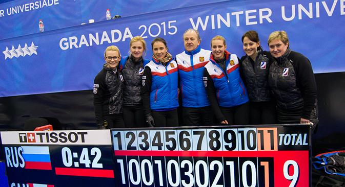La sélection russe de curling aux Jeux universitaires à Grenade. Crédit :  granada2015.org