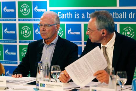 Franz Beckenbauer, Ambassadeur général du projet, et Viatcheslav Kroupenkov, directeur Général de Gazprom Allemagne GmbH. Source : Service de presse