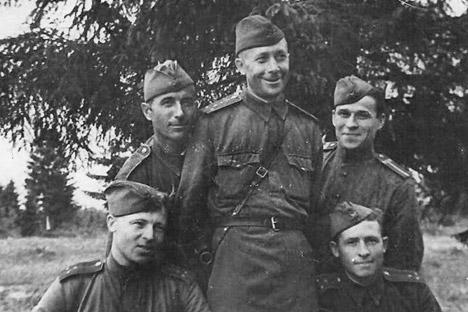 Vassili Maslenkov (au centre). Source : Archives personnelles