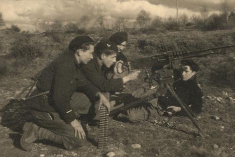 Jean Feigelson et ses camarades. Crédit : Archives personnelles