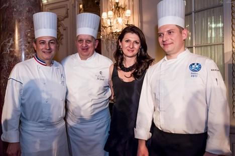 L'auteur des Saisons, Natalia Marzoeva, en compagnie de chefs cuisiniers. Crédit : Aline Gerard
