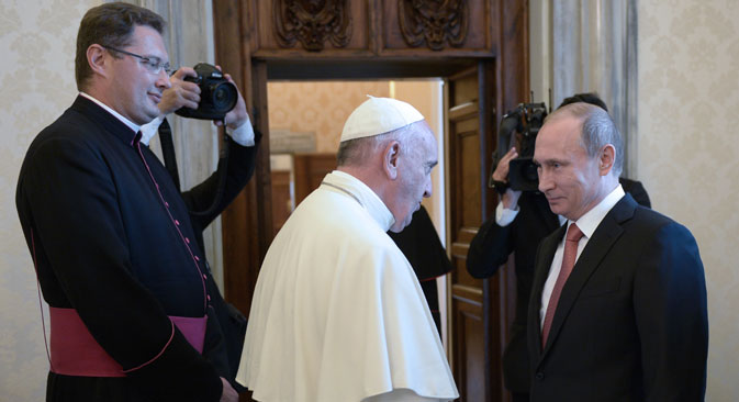Le pape François et le président russe Vladimir Poutine. Crédit : TASS