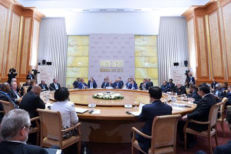 Selon Vladimir Poutine, les membres du sommet s'étaient accordés sur une coordination étroite de leurs positions à l'égard des questions de la politique mondiale.