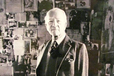 Nikolaï Vyroubov dans son appartement avenue d'Iéna.