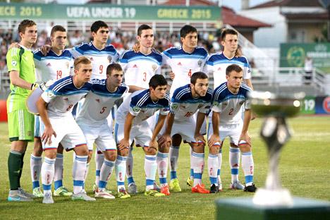 L'équipe junior russe avant le match avec l'équipe espagnole.