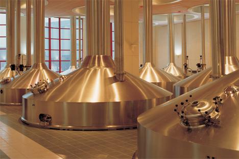 Fabrication de la bière à une usine de Sun InBev.