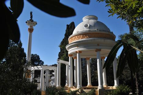 Para pemadu wisata mengetahui hampir 300 dongeng mengenai Sochi dan kerap membaginya dengan para pengunjung.