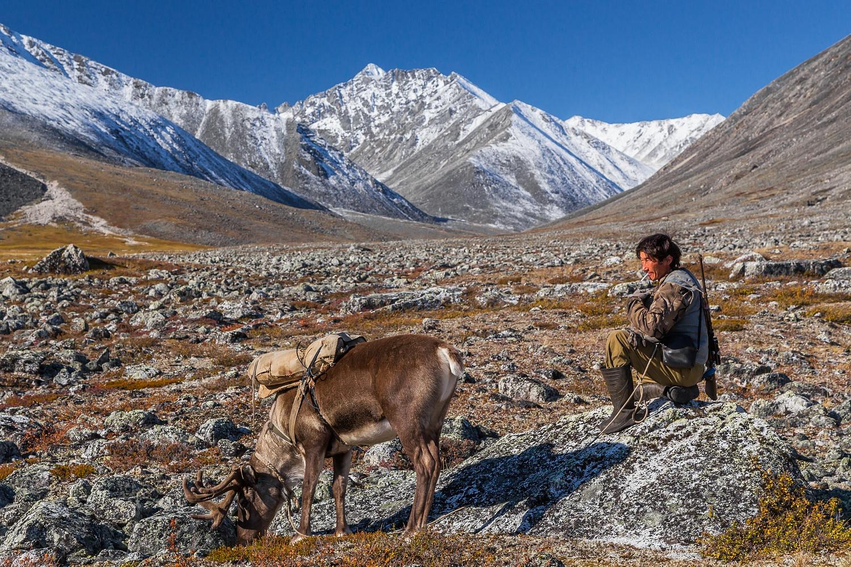« Avec le progrès technologique, la vie des éleveurs de rennes  n'a pas fait que s'améliorer, elle a même empiré parfois. La situation la plus préoccupante concerne les fermes de rennes  du nord de l'Extrême-Orient russe, en particulier en Yakoutie. »