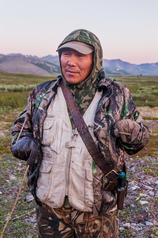 Le cerf permet la survie de nombreux petits groupes indigènes peuplant le nord de la Russie. Les fermes de rennes constituent souvent une grande partie de l'économie des zones rurales. C'est l'histoire de ces gardiens de troupeaux de rennes filmés dans la vallée de la rivière Burgakhchan, dans le District de Bilibinsky, Tchoukotka, en 2011.