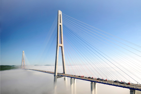 Le pont à haubans à travers la baie Zolotoï Rog (Corne d'or) à Vladivostok.