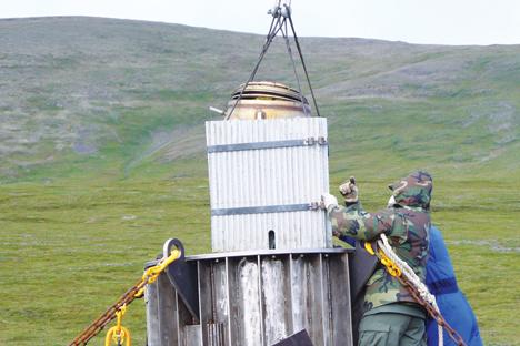Evacuation d'un générateur thermoélectrique à radioisotope (GTR).