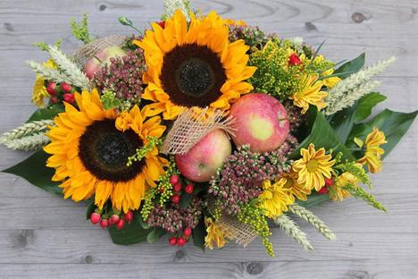 """""""Ich mag Rosen, aber keine herkömmlichen Blumensträuße"""", sagt der Unternehmer Artjom Kolpakow, der das Prinzip zur Grundidee seines Geschäfts machte."""