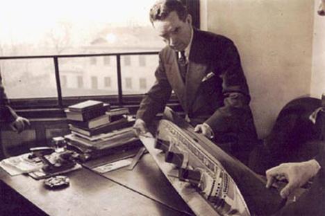 Vladimir Yourkevitch dans son bureau.
