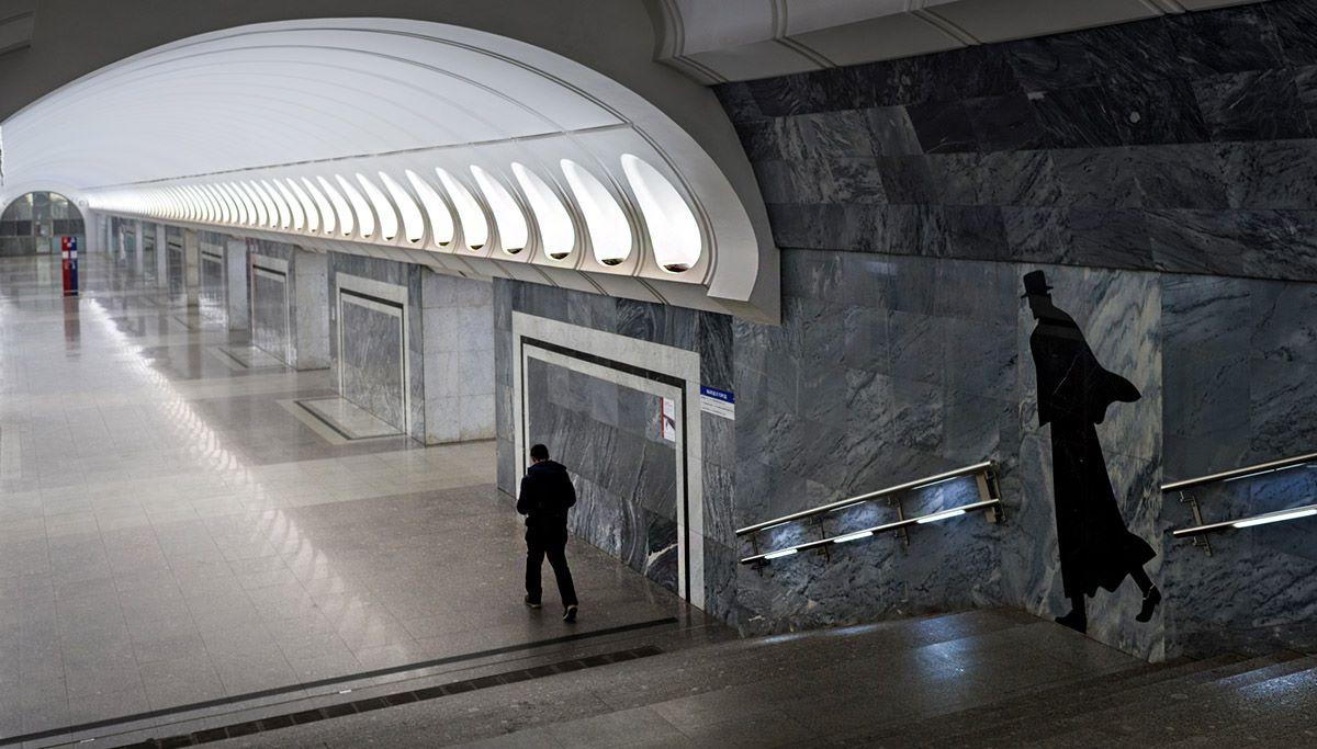 « Aujourd'hui, j'aime le métro comme l'endroit où la vie bout, où je peux faire des clichés quel que soient le temps, l'heure et la saison », confie M. Rozov. Sur la photo : station Dostoevskaïa