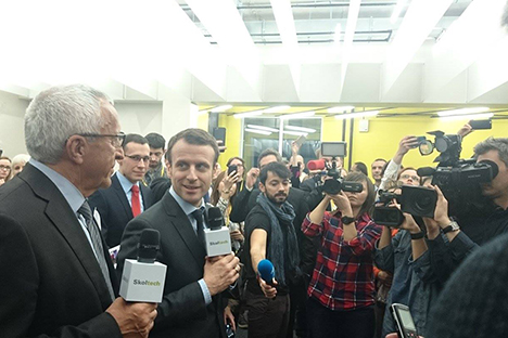 Le ministre français Emmanuel Macron à Skolkovo.