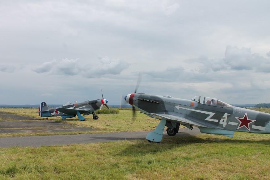 Trois avions Yak-3 et deux avions Yak-11 entièrement équipés participent au festival.