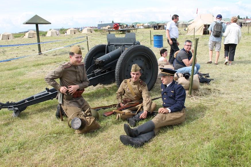 Une zone de 14 400 m2 est aménagée pour présenter des scènes de vie des pilotes et mécaniciens français et soviétique.