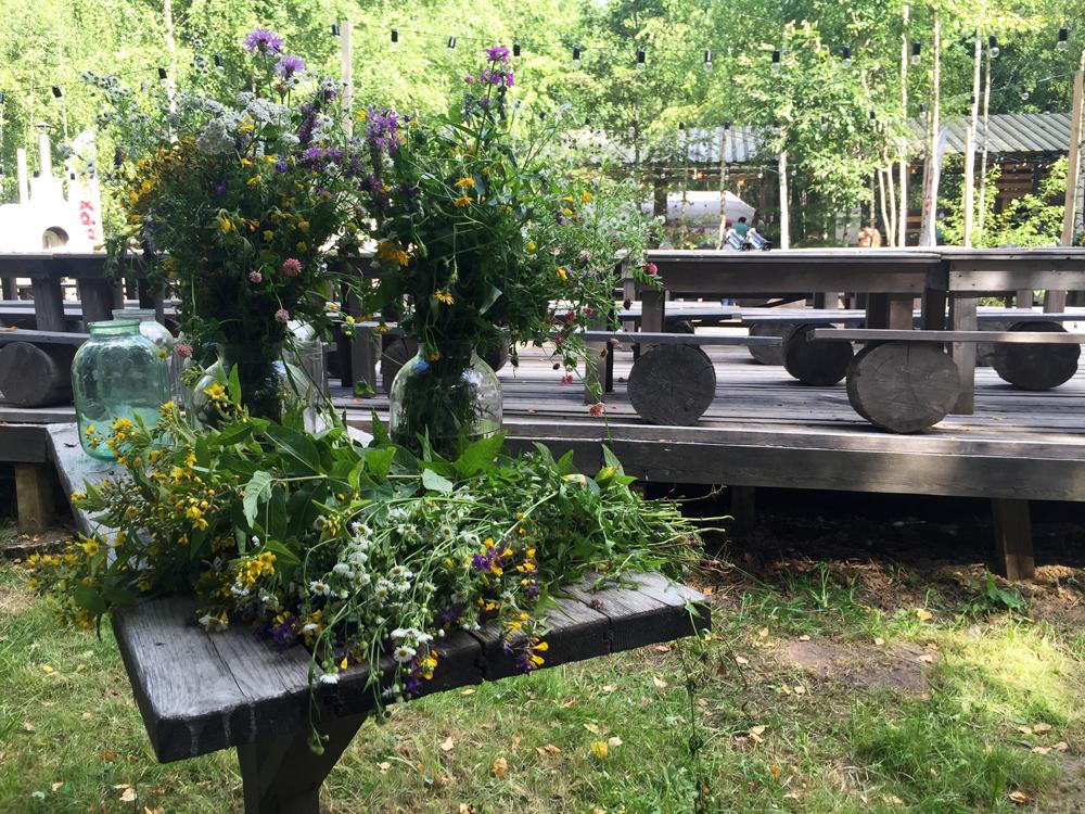 Des fleurs sauvages pour la décoration de tables